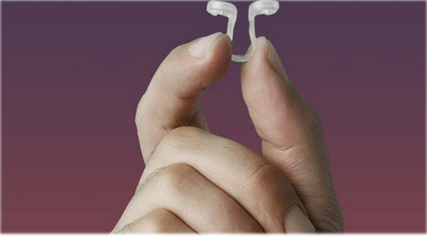Nasal dilator device